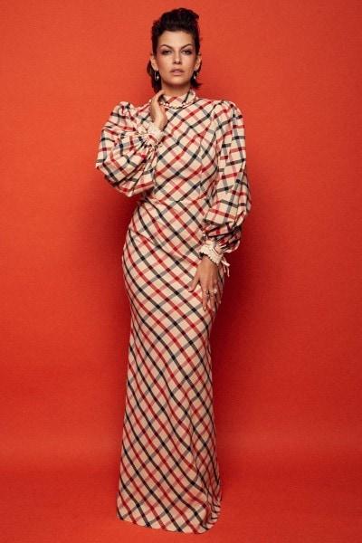 Długa obcisła suknia balowa z bufiastymi rękawami i stójką no. 20 Haute Couture 20