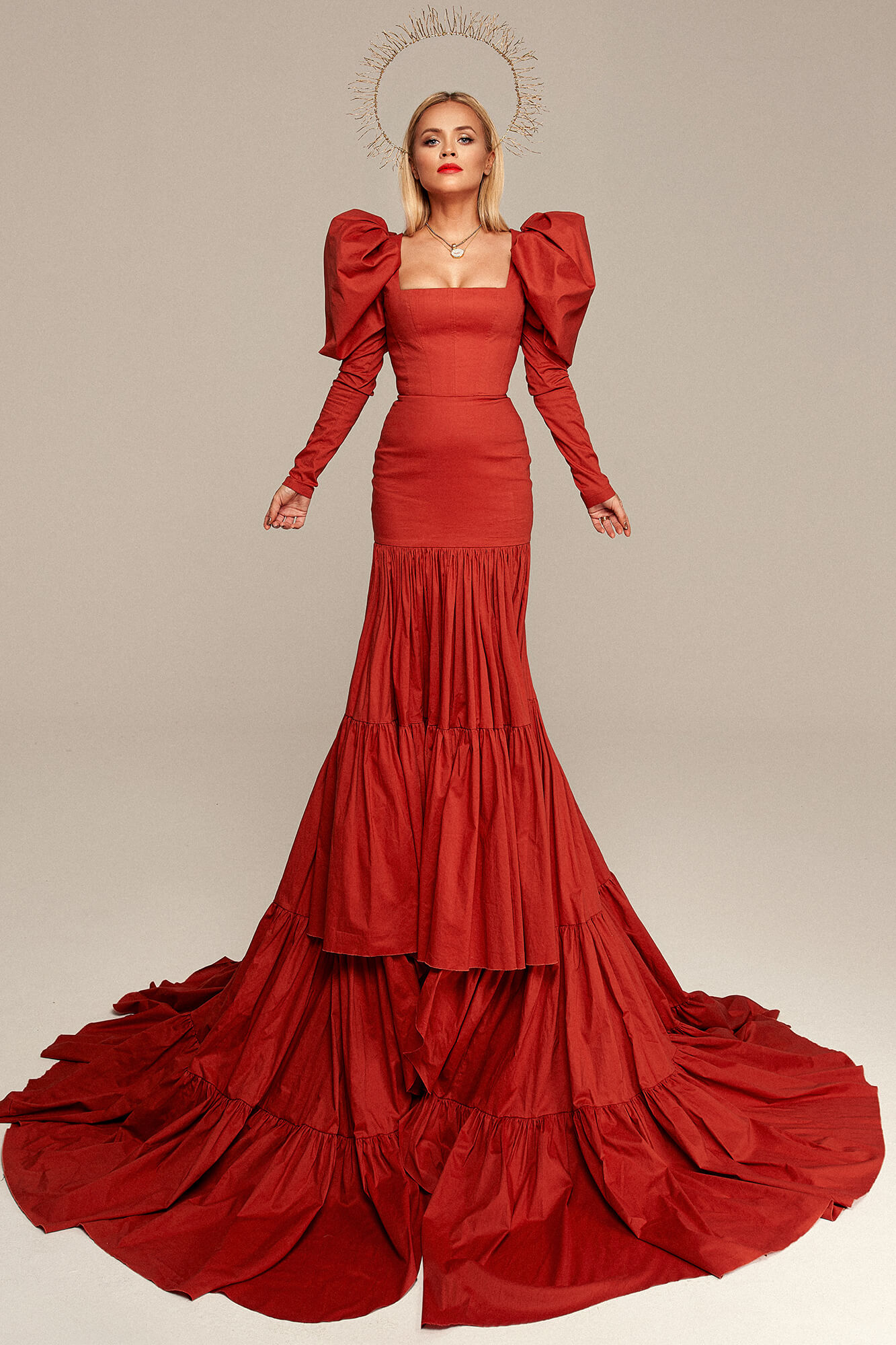 Efektowna suknia z trenem no. 2 Haute Couture collection Haute Couture 2
