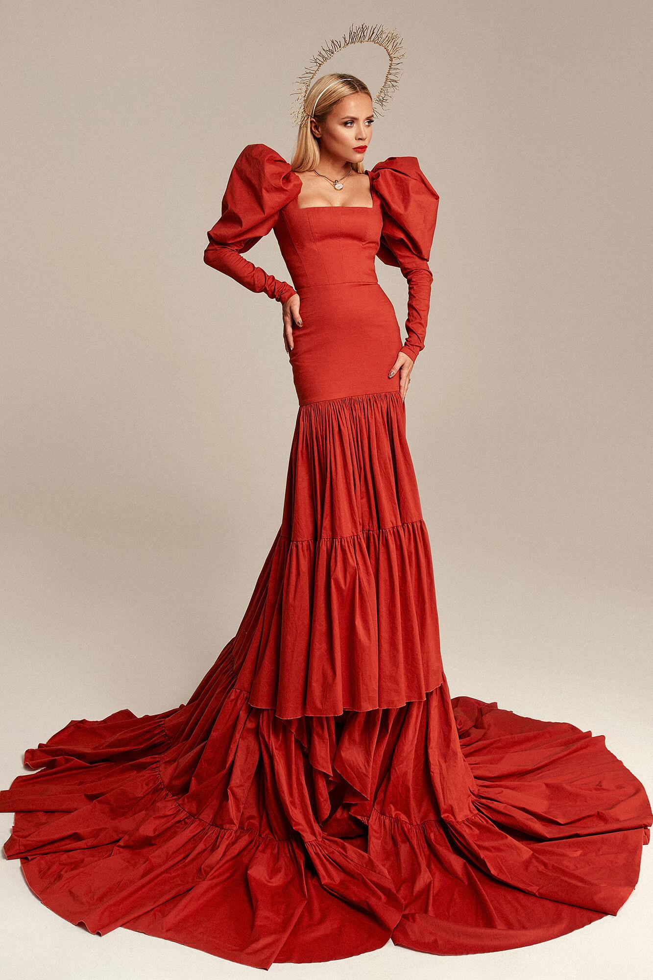 Impressive dress with train no. 2 Haute Couture collection Haute Couture 2