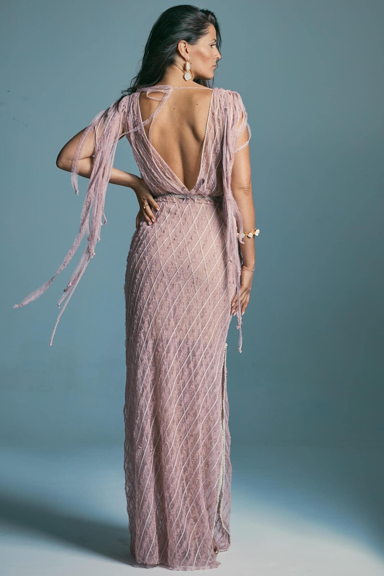 Modest envelope wedding dress for pear modeling the silhouette Venezia 3
