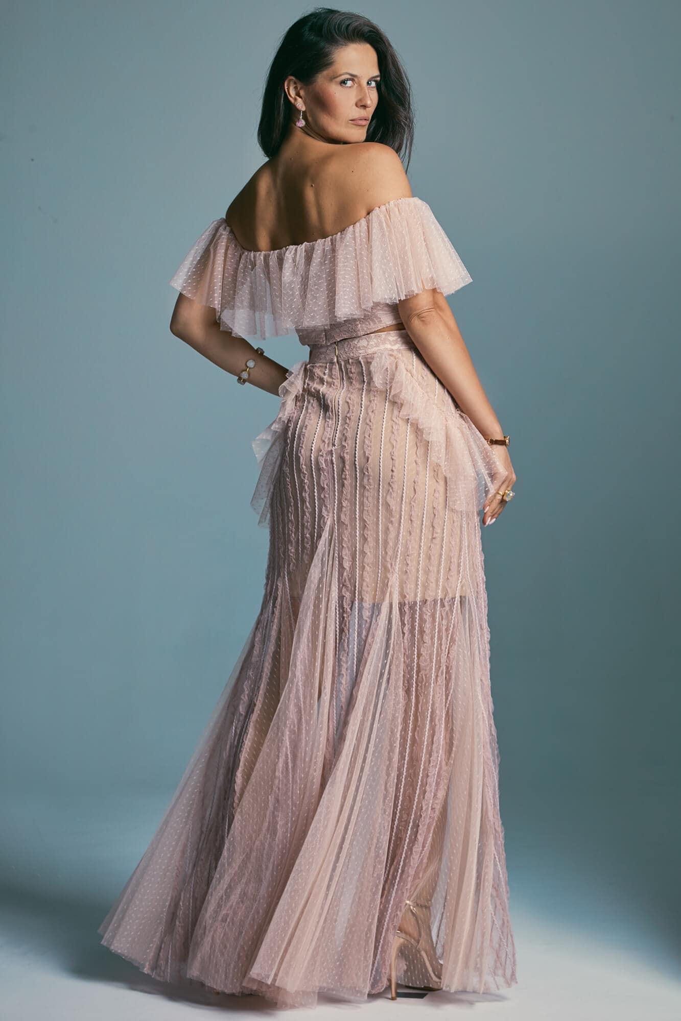 Suknia ślubna w pudrowym różu z miękkimi falbanami Venezia 6