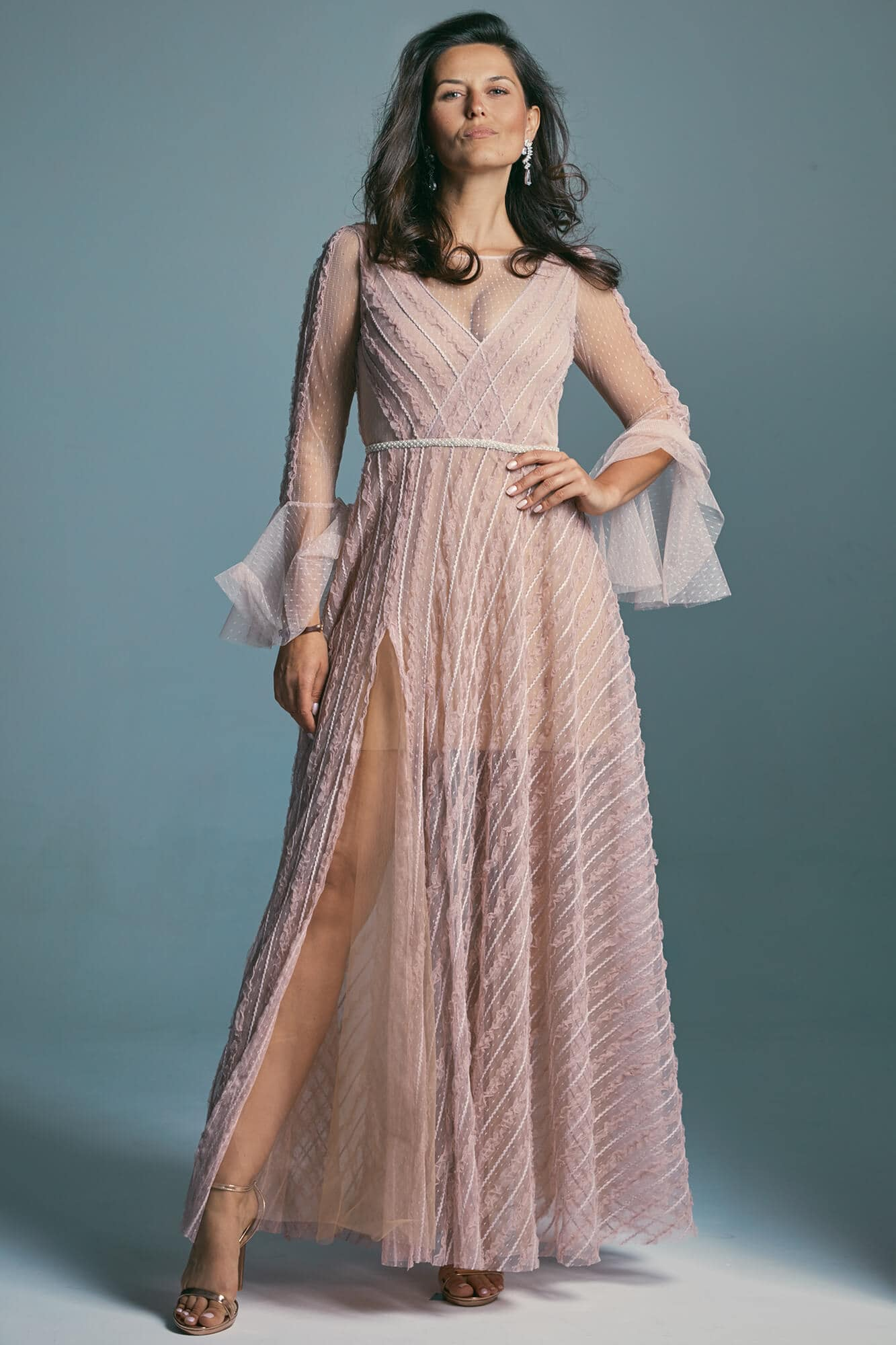 A dirty pink wedding dress made of tulle with delicate polka dots. Venezia 2