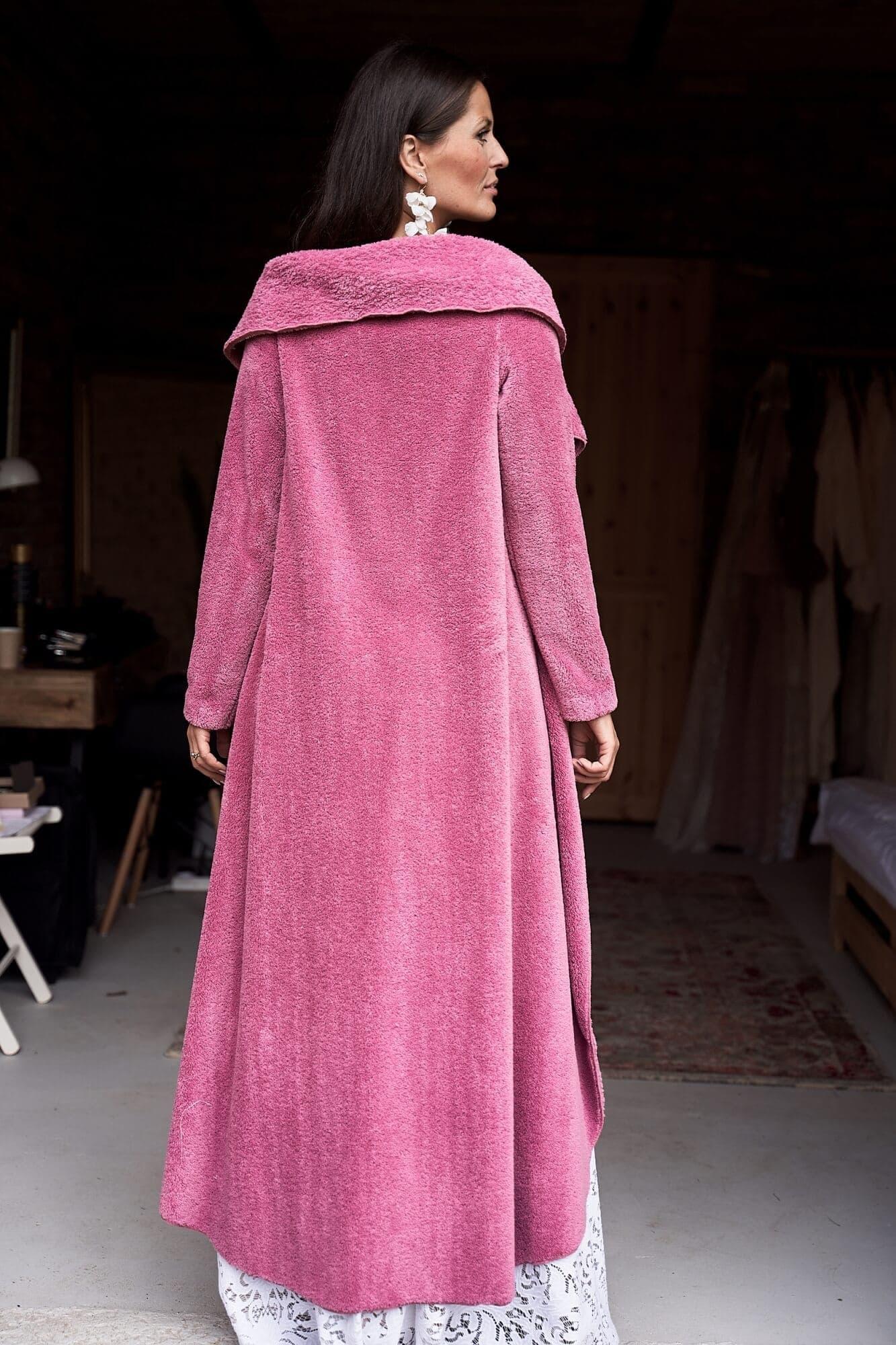 Ślubny sweterek długi z futerka w kolorze różowym