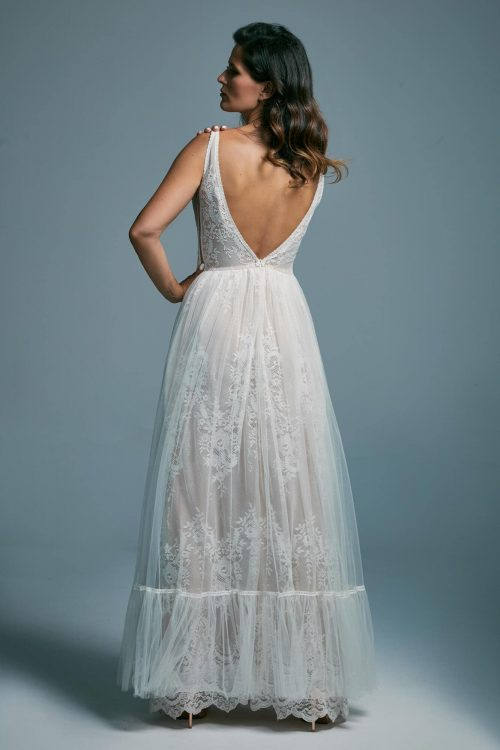Lekka, zwiewna suknia ślubna z głębokim wycięciem na plecach Porto 15