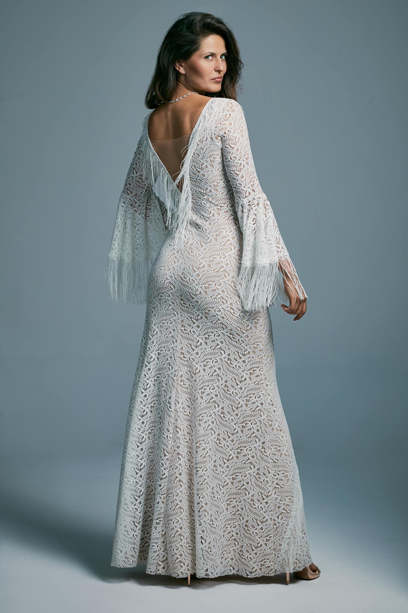 Beautifully finished wedding dress shaping the figure Porto 46