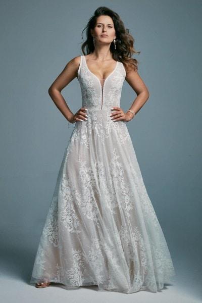 Odważna i zwiewna suknia ślubna z głębokim dekoltem Porto 48