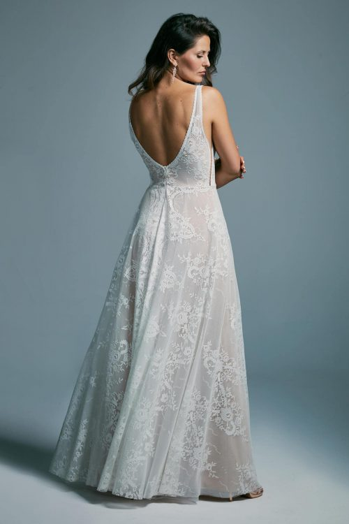 Bold and airy wedding dress with a deep neckline Porto 48