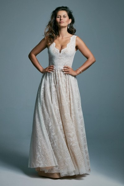 Beautiful, classic wedding dress with wide straps Porto 32
