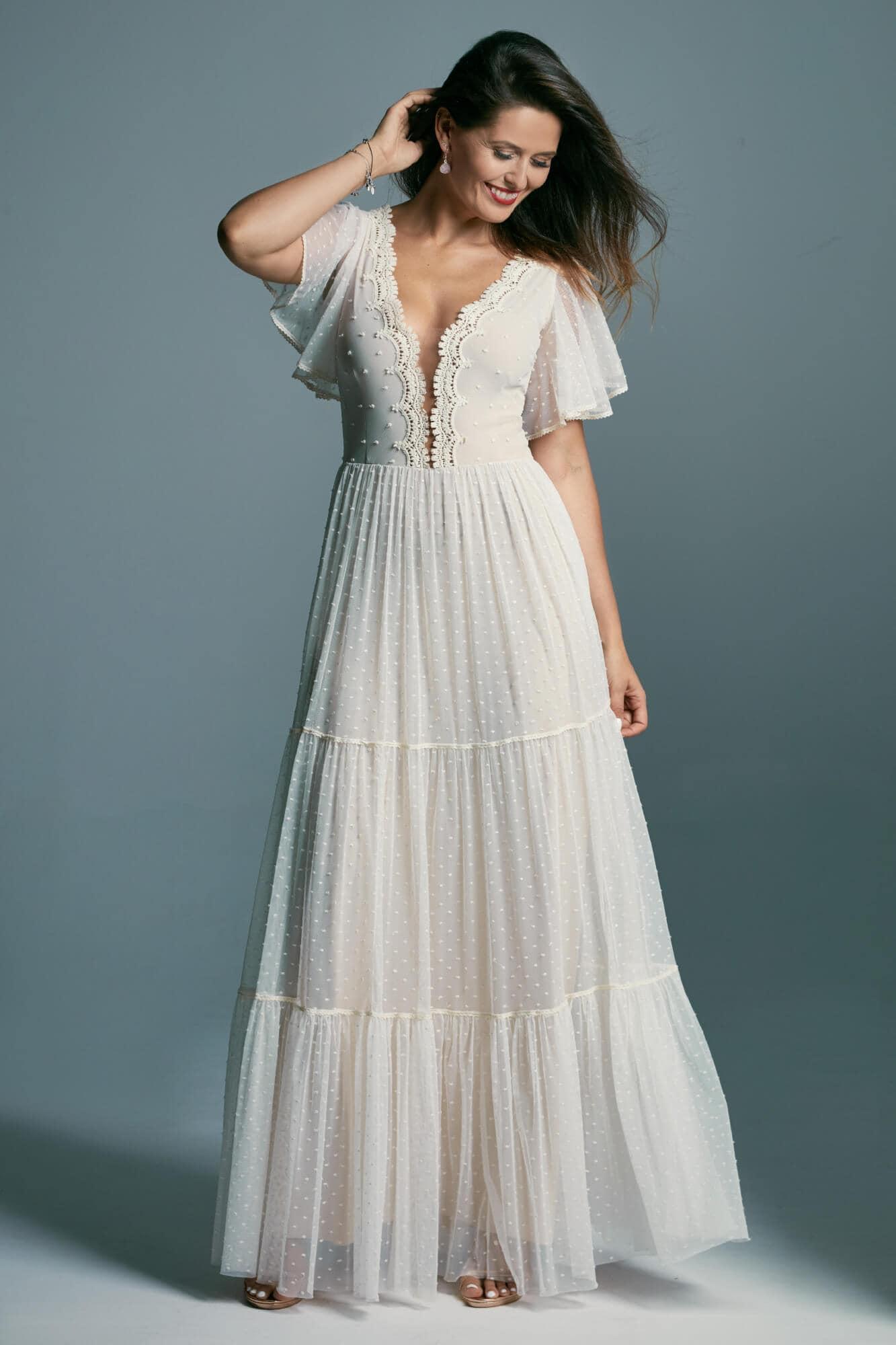 Romantyczna, pięknie wykończona suknia ślubna z rękawkami motylkami Barcelona 16