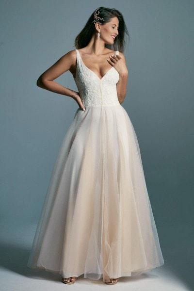 A wedding dress with a tulle skirt in the color of coffee with milk Barcelona 17