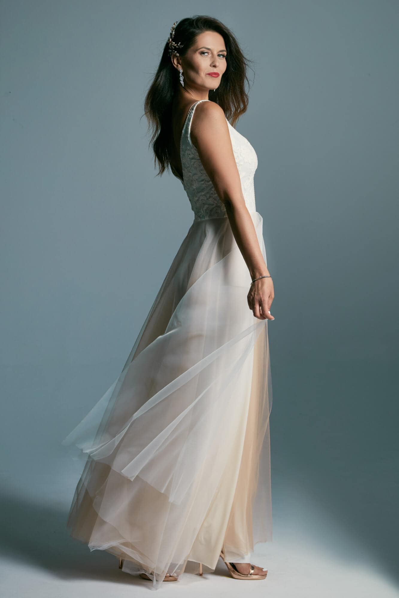 Suknia ślubna z tiulową spódnicą w kolorze kawy z mlekiem Barcelona 17