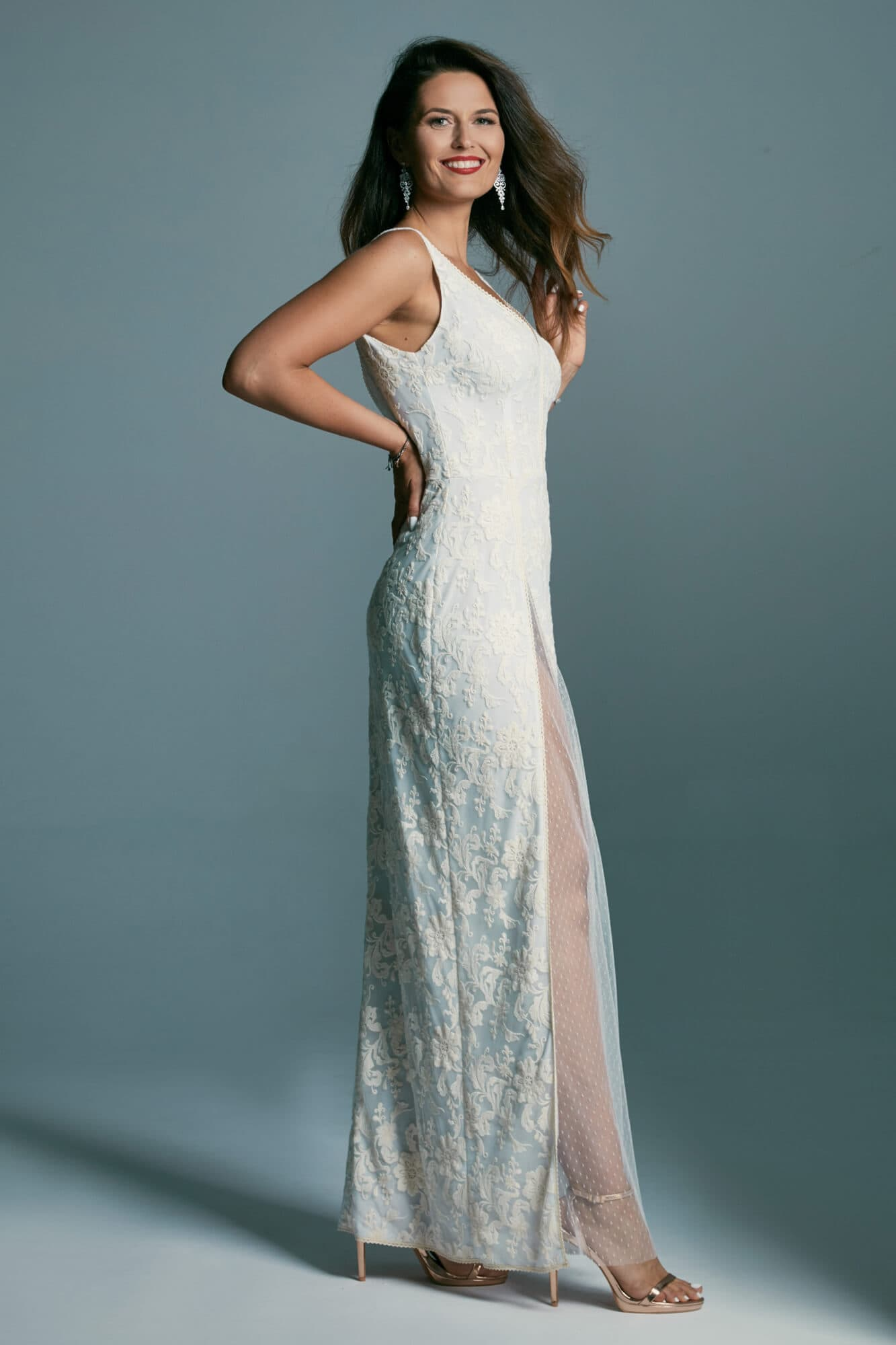 Wedding dress with straps with a slit with tulle, on a bright lining Barcelona 21