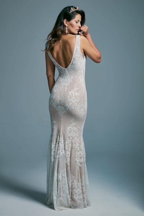 Suknia ślubna o kroju syrenki modelująca sylwetkę. Porto 42
