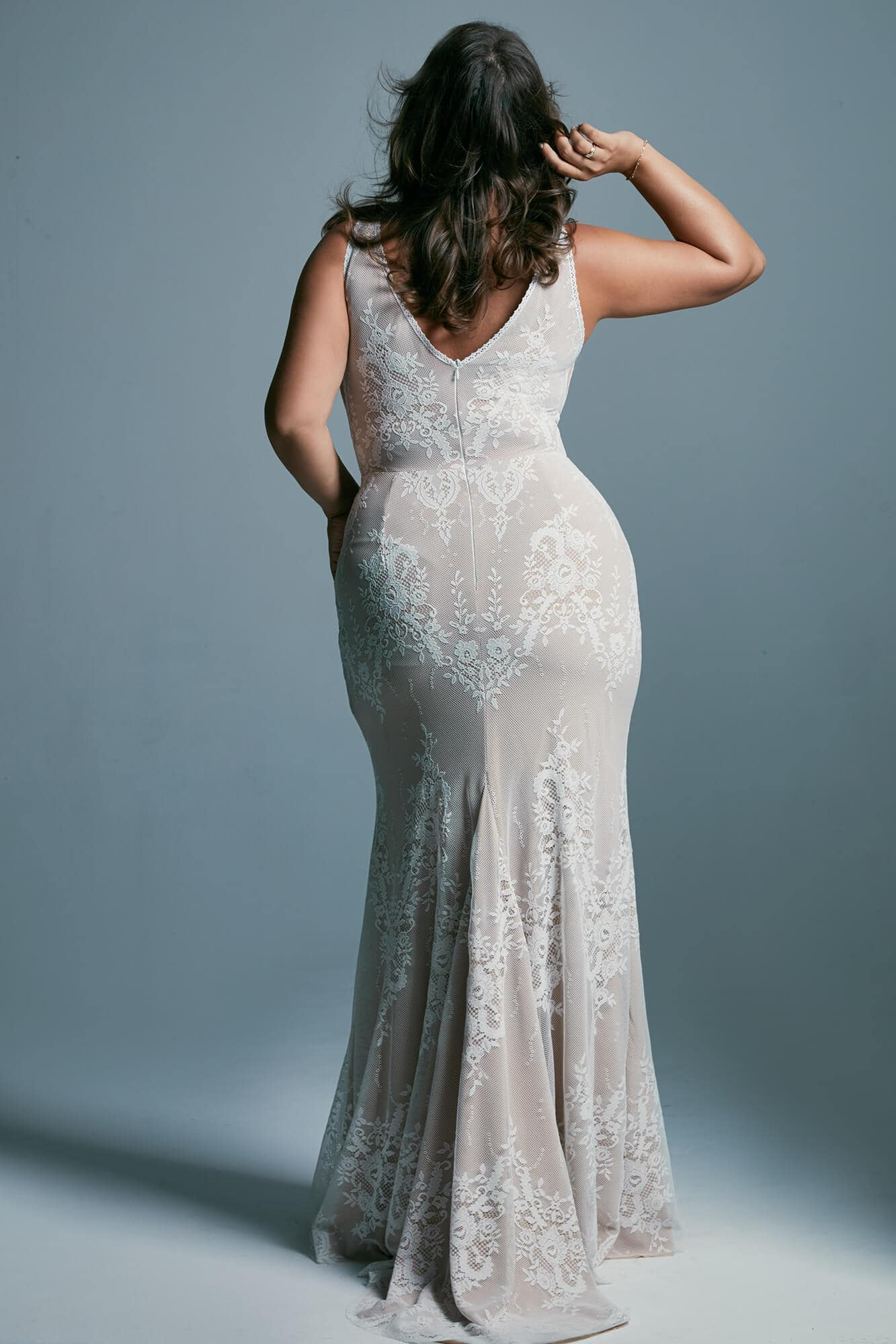 Sexy plus size wedding dress with a mermaid cut close to the body Porto 42 plus size