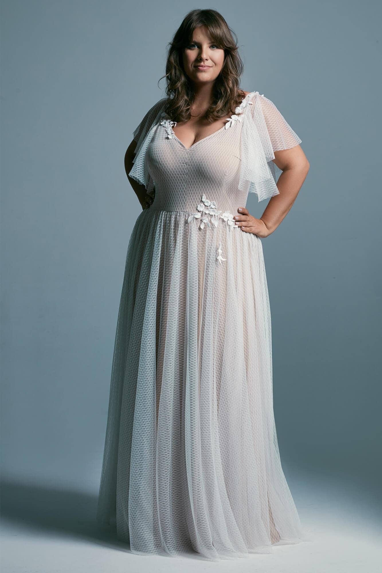 Suknia ślubna plus size z delikatnego tiulu z dekoltem V Barcelona 18 plus size