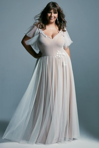 Plus size wedding dress made of delicate tulle with a V-neck Barcelona 18 plus size