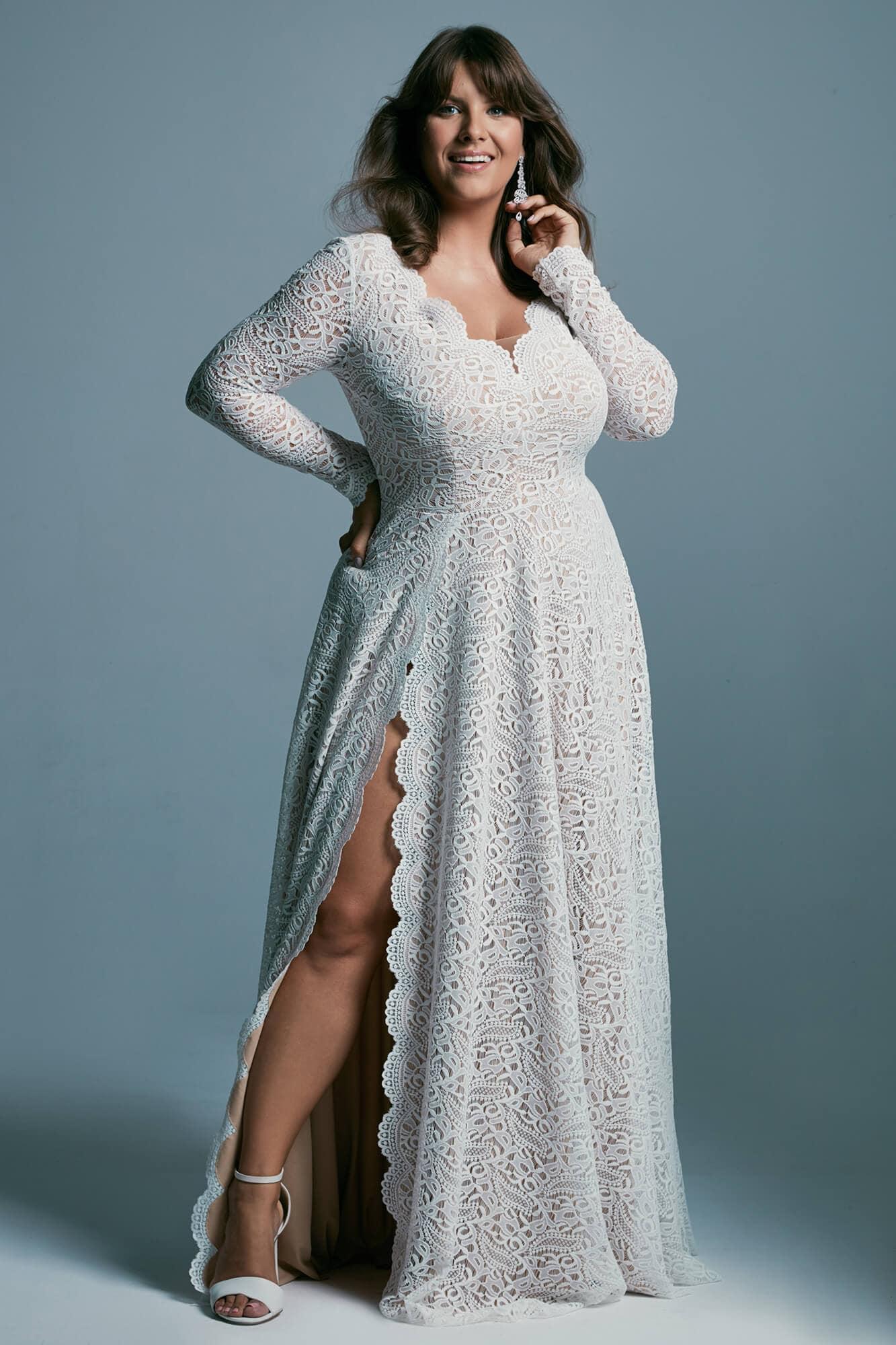 Zmysłowa suknia śłubna plus size z głębokim rozcięciem spódnicy Porto 36 plus size