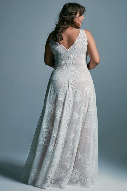 Plus size wedding dress with a bold neckline exposing the bust and back Porto 48 plus size