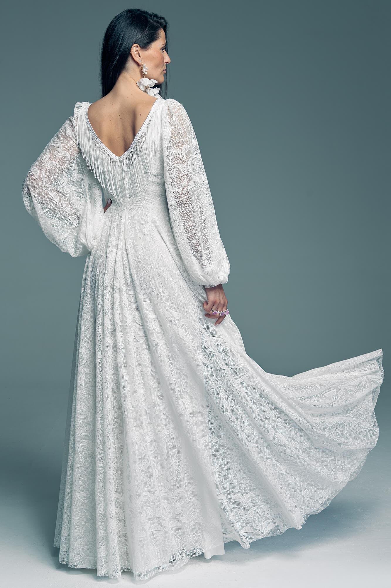 Suknia ślubna z pięknymi szerokimi rękawami Porto 55