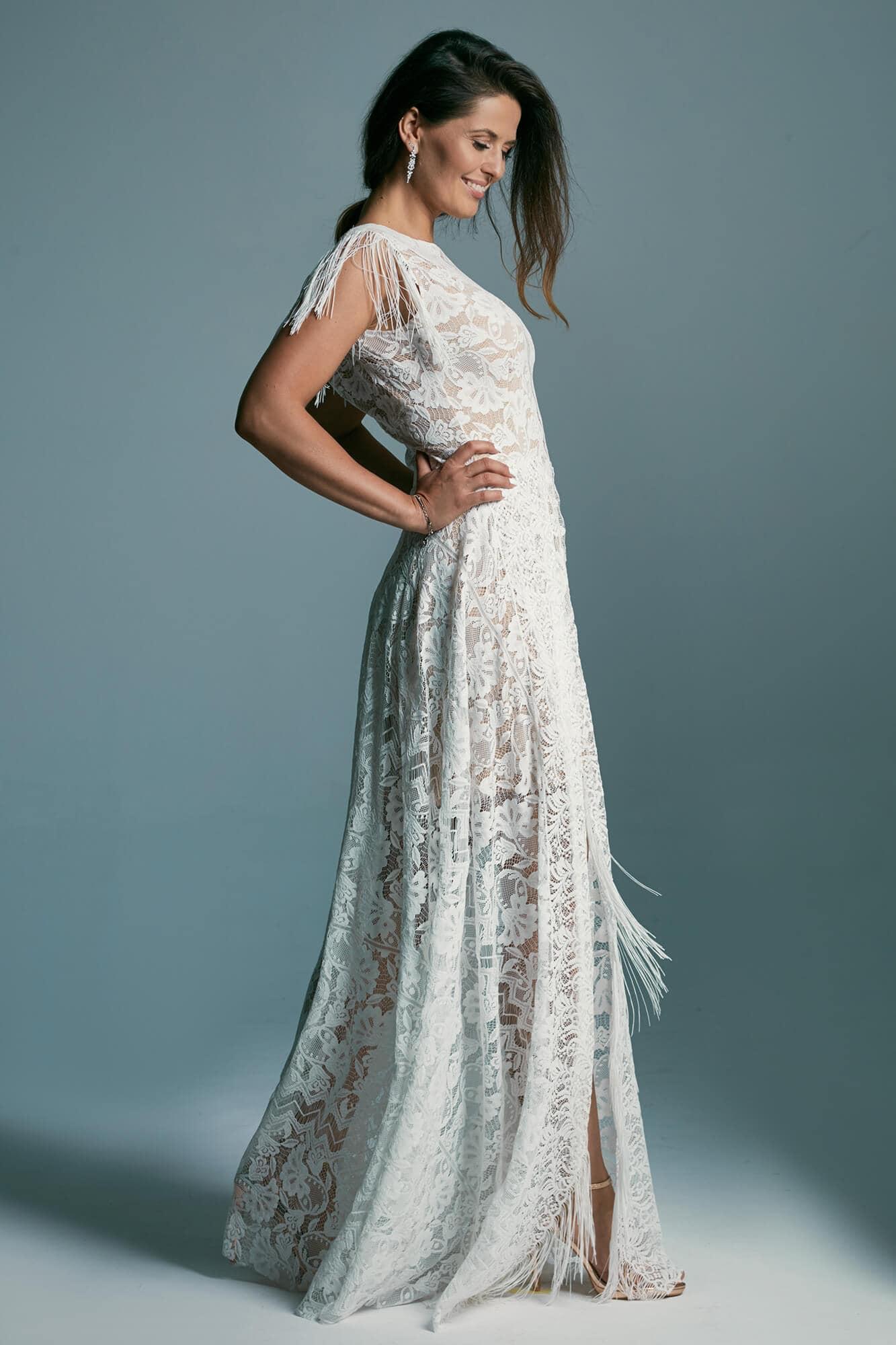 Impressive wedding dress extending the silhouette with a high neckline Porto 53