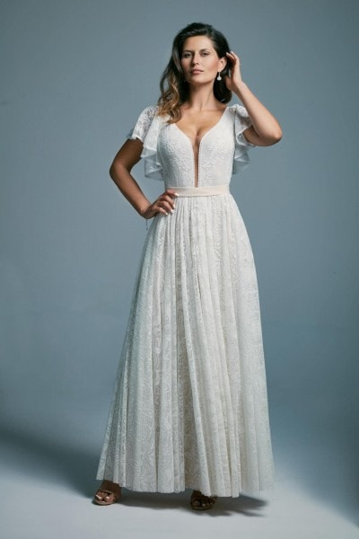 White wedding dress with ruffled sleeves covering the shoulders Porto 35