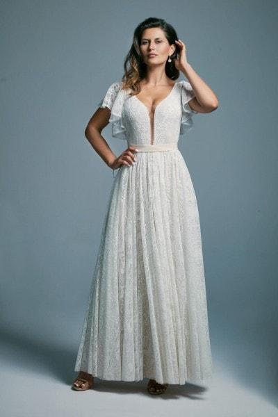 Biała suknia ślubna z falbaniastymi rękawami okrywająca ramiona Porto 35