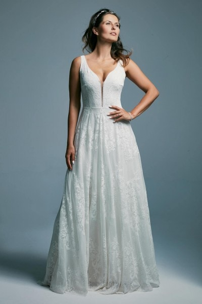 A white wedding dress with a beautiful deep neckline Porto 34