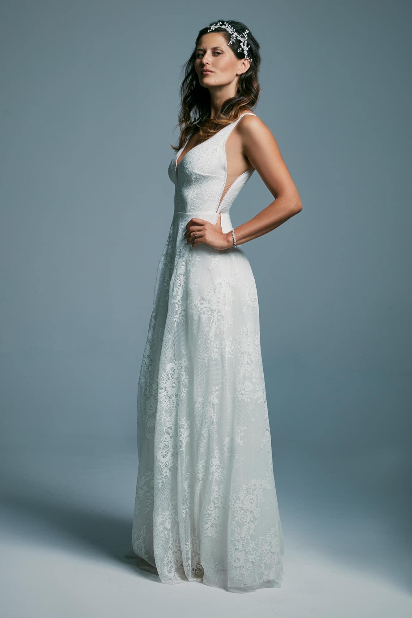 A white wedding dress with a beautiful deep neckline Porto 34