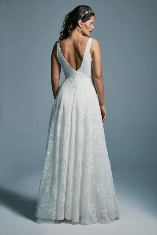 Suknia ślubna w kolorze białym z pięknym głębokim dekoltem Porto 34