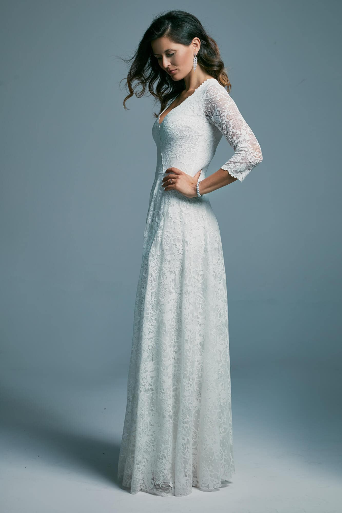 Lace wedding dress with 3/4 sleeves and fitted back Porto 40