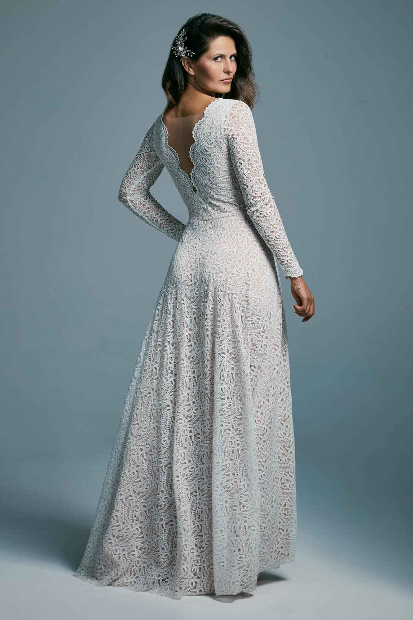 Wedding dress with a deep cut and long sleeves Porto 36
