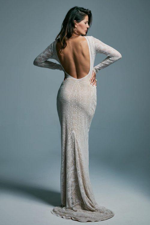 Zachwycająca, dopasowana suknia ślubna z trenem Porto 6