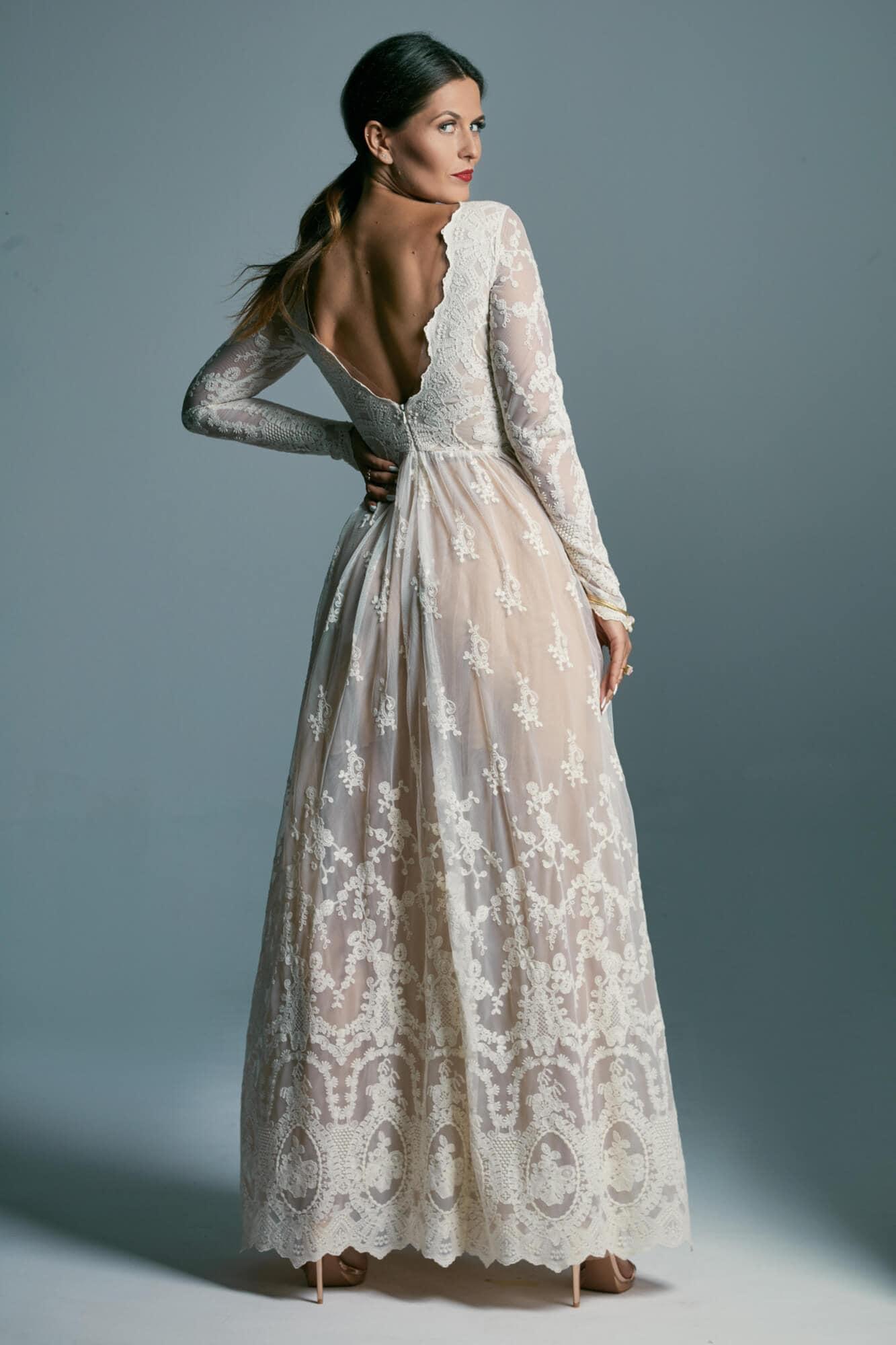 Zachowawcza, stonowana suknia ślubna z długimi rękawami Barcelona 6