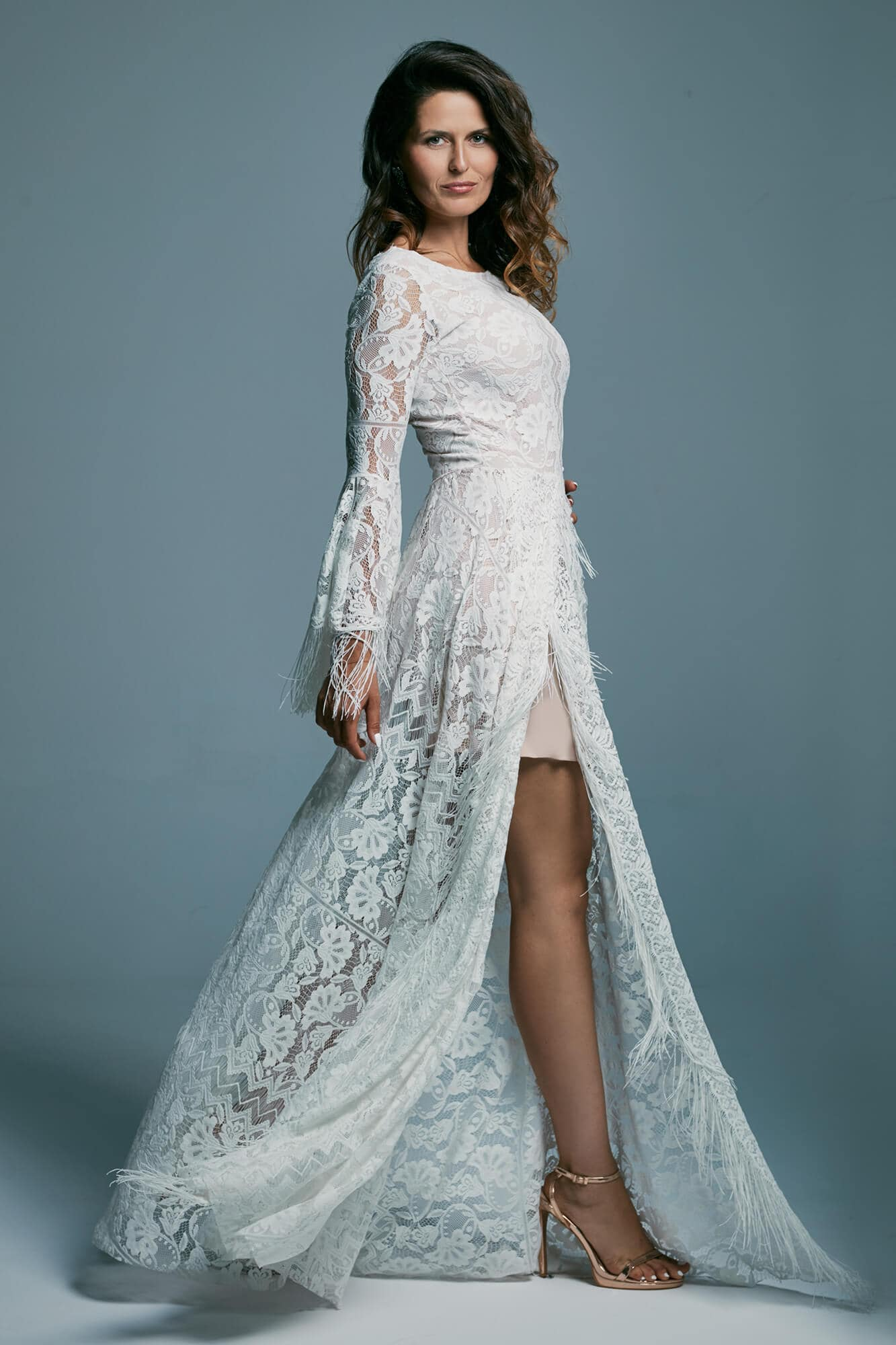 Wedding dress with a side slit, decorated with fringes Porto 39