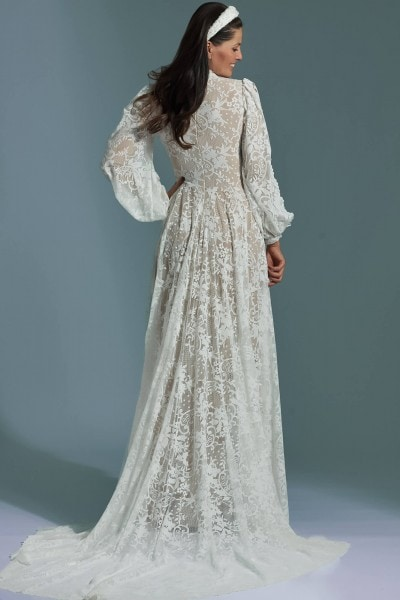 The built-up wedding dress with puffy sleeves and a train Porto 60
